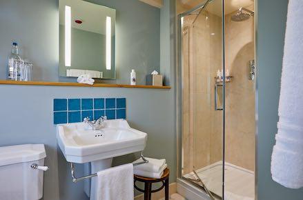 Bassett-Bathroom-439x290
