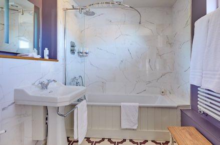 Lambourn-Bathroom-439X290