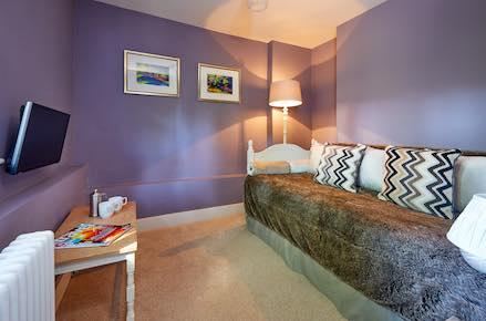 Lambourn-Lounge-439x290